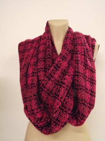 Echarpe faite main circulaire en laine